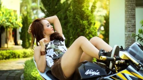 Model in Bike